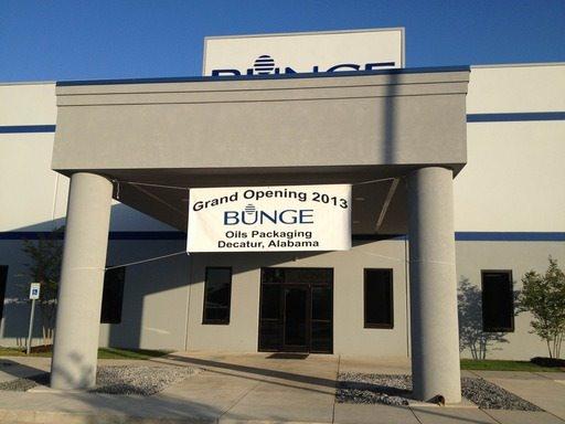 Bunge fête l'ouverture officielle d'une nouvelle usine de conditionnement à Decatur, Alabama.