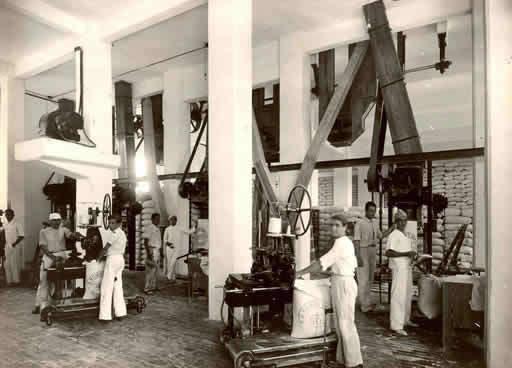 La compagnie se développe au Brésil et fait ses débuts dans le secteur de la meunerie.