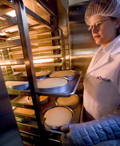 Bunge acquiert trois raffineries d'huile alimentaire, marquant ainsi son entrée dans l'emballage et le traitement d'huile à valeur ajoutée.